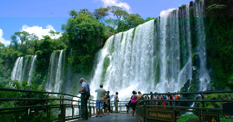 Iguazu Falls, experience in the thundering waters!